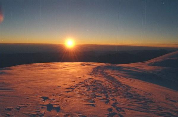 Рассвет на Западной вершине Эльбрусв