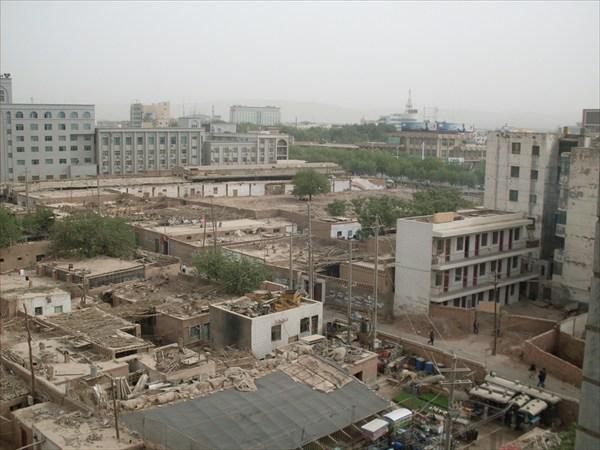 Вид на уйгурские кварталы Турфана сверху...