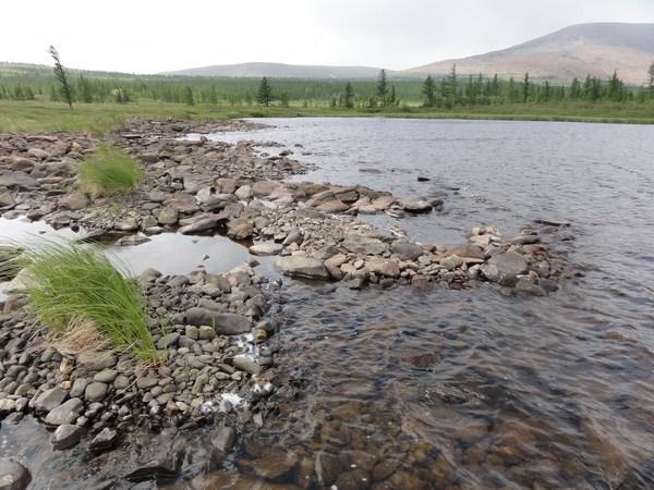 Каменистый берег второго озера.