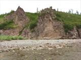 Каменный крест на скале.