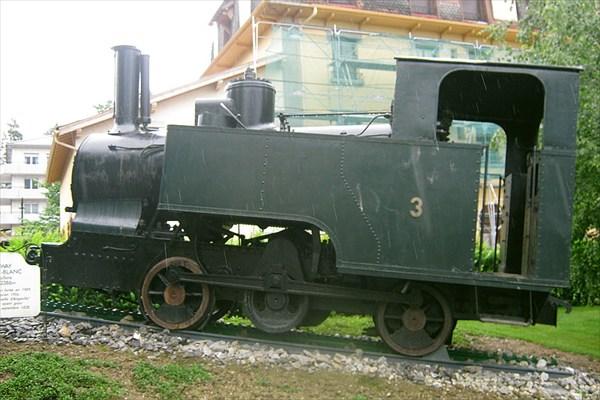 Памятник певрому трамваю