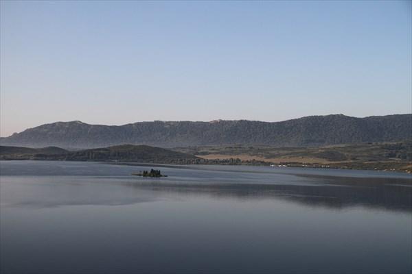 Остатки утреннего тумана на озере Белом