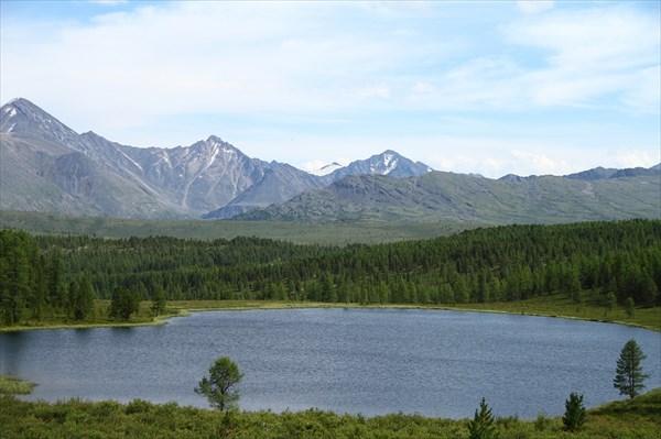 Одно из озер Улаганского плато
