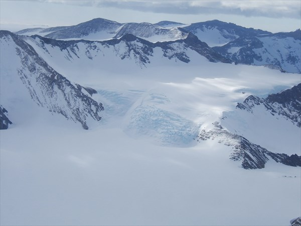 на фото: Пролетаем над горами Вольтат