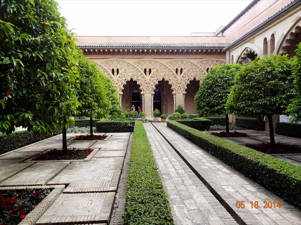 Дворец Альхаферия. Дворик Санта-Изабель.
