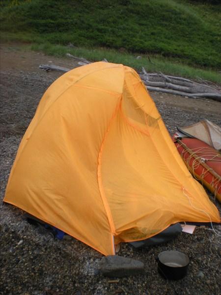 ветерок. вообще-то форма у палатки нормальная