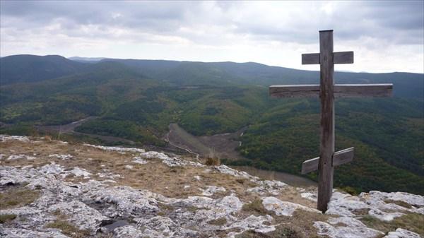 Крест при выходе на плато (г. Мангуп-Кале)