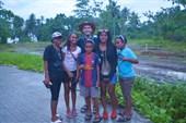 Туристы с Папуа с мистером Х