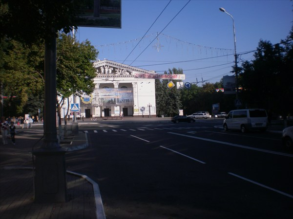 Мариуполь. Здание театра.