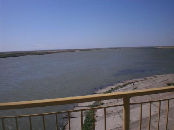 Узкий залив.