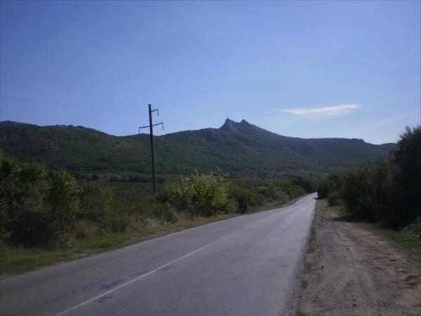 Кругом горы.