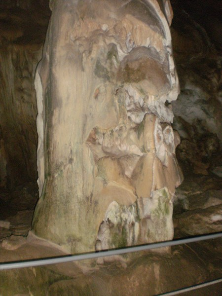 Вот из-за таких сталагмитов пещеру назвали галереей сказок.