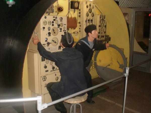 Матросы в подводной лодке.