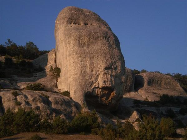 Каменные сфинксы.