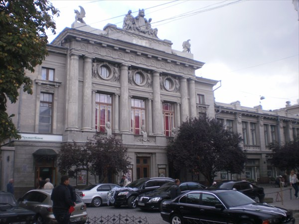 Здание Театра.