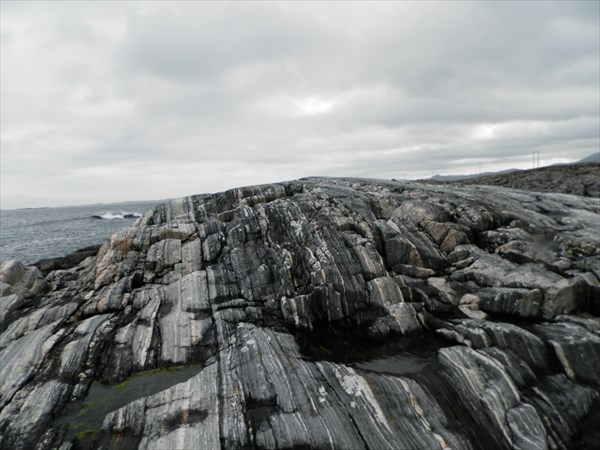 Омытые океаном скалы