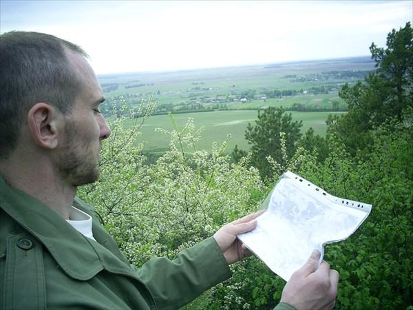 держу карту в руках сформировав умную мину -умничаю одним словом