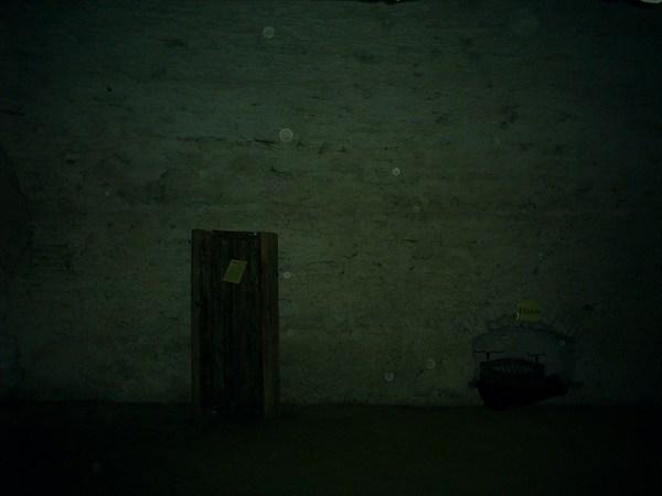 комната пыток,  фоткали через решотку