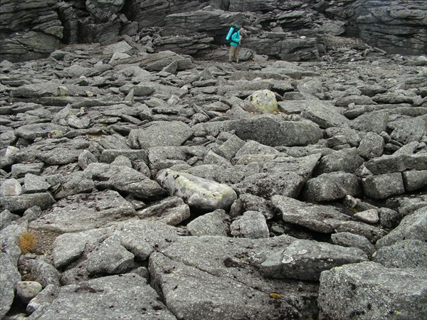 Скальные стены - тоже естественного происхождения