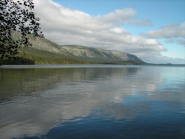 Озеро в спокойную погоду