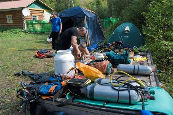 Лагерь у пещеры