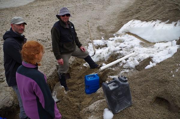 Добываем воду из-под снежника
