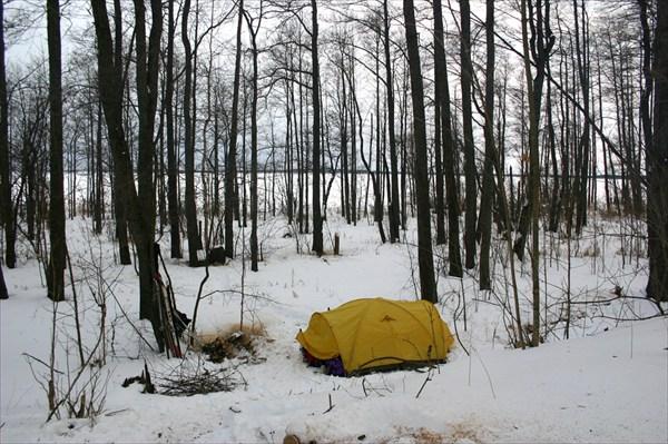 Наша палатка на льду Рдейского озера