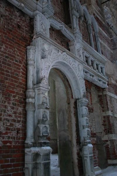 Мраморный иконостас в монастыре