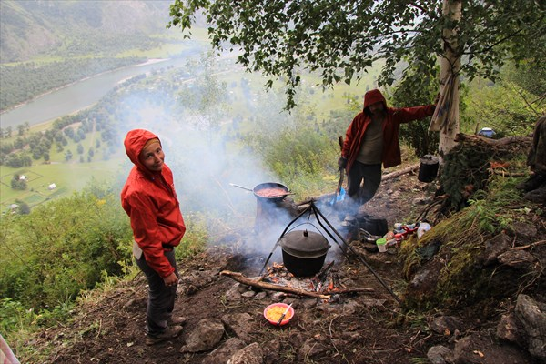 Лагерь с видом на Балыкчу