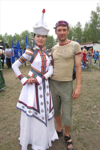 Самая красивая девушка в праздничном национальном костюме.