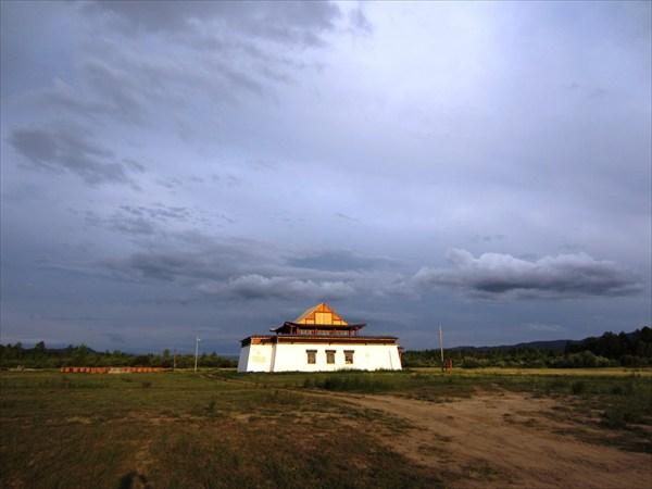 Новый храм Устуу-Хурээ.