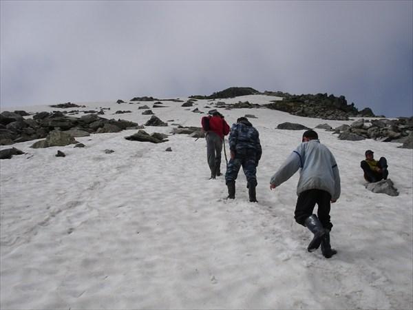 DSC01070 Подъём по снежнику на г. Абрамовский Белок