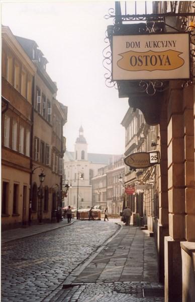 Улица, вид на Костёл Святого Мартина, Варшава