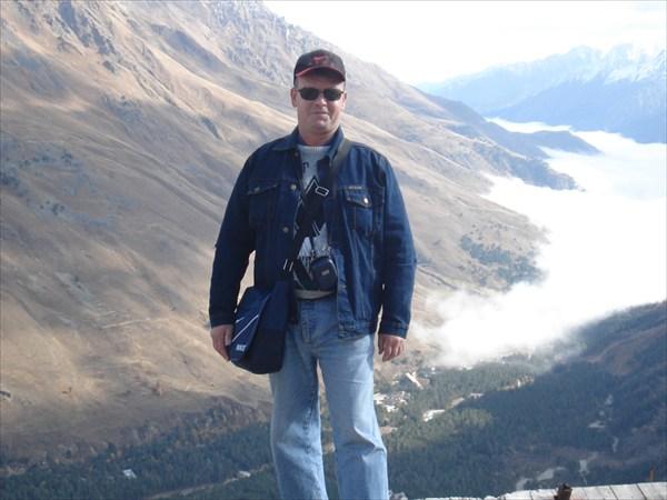 на фото: Вид с Чегета в долину.