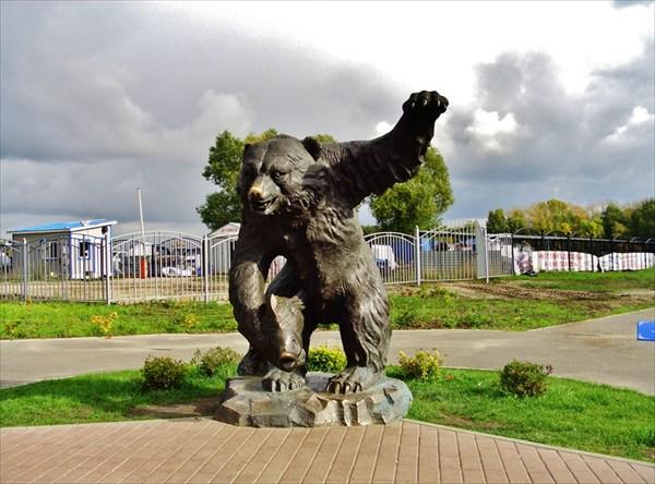 Ещё медведь.