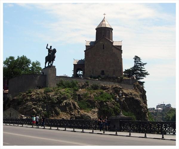 100 - памятник Вахтангу Горгасали у Метехского замка
