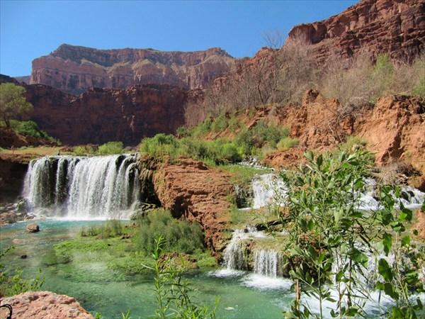 Водопад, недалеко от деревни супаев