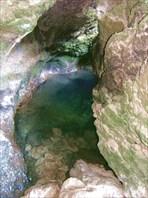 Входной сифон-пещера-источник Мчишта