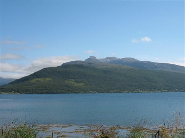 Вид  с о. Сенья на другую сторону фьорда
