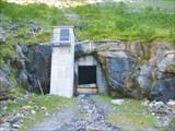 Внутри - система для подачи питьевой воды