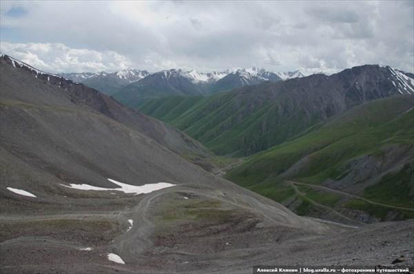 Вид на спуск с перевала