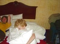 Илюшка и подушки ...