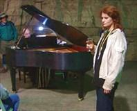 В карьере пианист играет Бетховена !!!