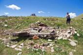 Развалины землянки на реке Калгуты
