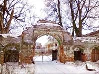 Ярополец, усадьба Чернышевых, боковые ворота