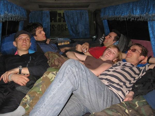 В автобусе все места - лежачие