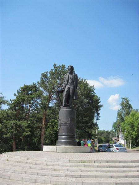 35. Памятник Шишкину.