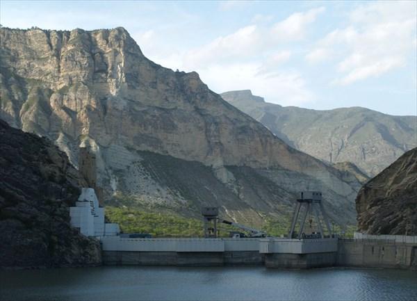 Плотина Гунибской ГЭС на реке Каракойсу