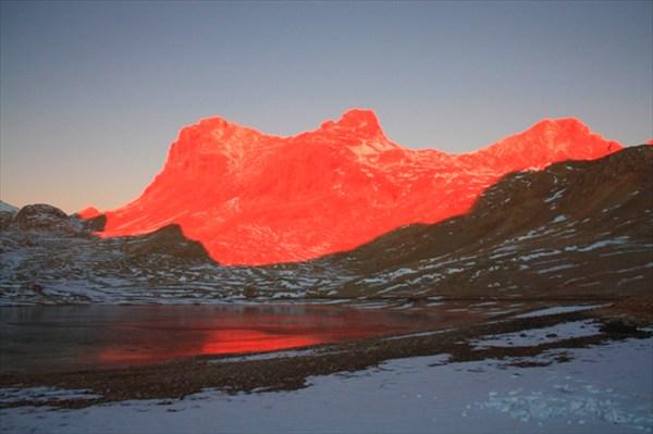 на фото: Рассвет на плато Ёдигель