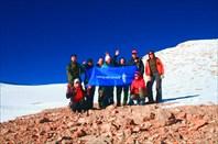 Фото всей нашей группы с видом на взятый вечером перевал
